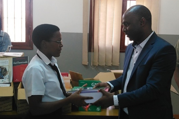 Gigawatt supplies books to the library of Primary School
